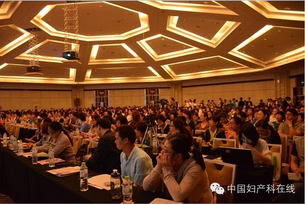 北京大学第一医院妇产科主任杨慧霞教授在开幕式中讲